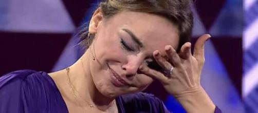 La cantante no pudo contener sus lágrimas al hablar de su vida privada