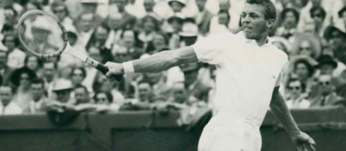 Tennis Hall of Famer Tony Trabert dies at age 90- (©abcnews/Youtube)