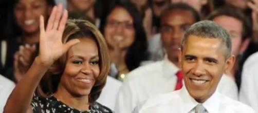 Barack & Michelle Obama sign Netflix deal to produce movie & TV content. [©Clevver News YouTube video]