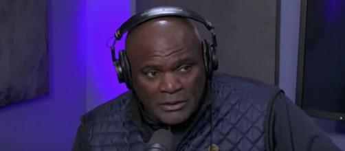 Hall of Famer Lawrence Taylor: 'Tom Brady is the GOAT, better than Joe Montana' [© The Artie Lange Channel/YouTube]