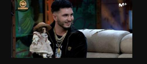 Omar Montes en la Resistencia con la muñeca de Cantora