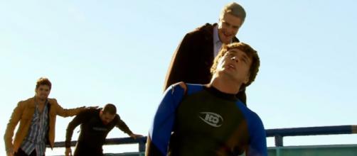 Augusto tenta matar Jerônimo. (Televisa)