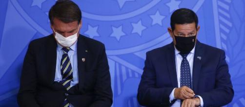 Bolsonaro desautoriza Mourão e diz não estar tratando com vice. (Arquivo Blasting News)