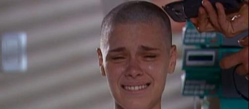 Camila sofre em 'Laços de Família'. (Arquivo Blasting News)