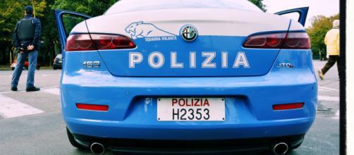 Cagliari, un 51enne ruba un'automobile per appartarsi con una prostituta, ma viene scoperto e arrestato.