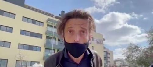El francés Remi, insultó a la reportera Laura Roigé de 'Socialité', luego Maite lo echó de su casa.