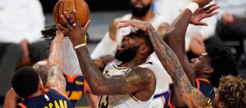 LeBron James liderou o elenco angelino e foi o cestinha do jogo marcando 19 pontos. (Arquivo Blasting News)