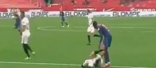 Ousmane Dembélé face à un joueur du FC Séville ce week-end en Liga (capture).