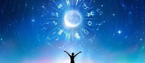 Previsioni oroscopo per la giornata di giovedì 4 marzo 2021.