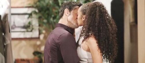 Beautiful: Thomas e Zoe intraprendono una relazione d'amore.