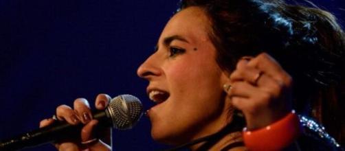 La cantante española Bebe reaccionó el Día de la Mujer. (Twiteer@peru21noticias)