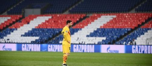 Messi, en el centro del campo (Twitter @TeamLeoM)
