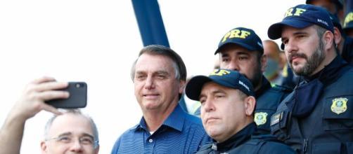 Policiais chamam Bolsonaro de traidor (Carolina Antunes/PR)
