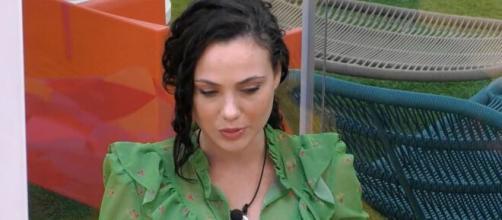 Rosalinda stanca degli attacchi degli hater sui social: 'Non è bello ricevere insulti'.