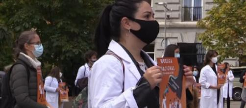 Medics in Spain demand better conditions as coronavirus cases grow (Image source: Al Jazeera English/YouTube)