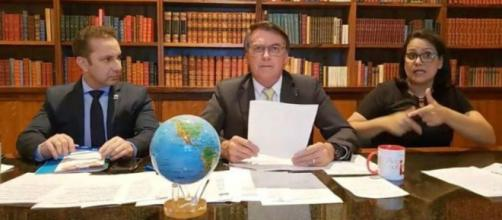 Bolsonaro diz que é o chefe supremo das Forças Armadas (Reprodução/YouTube)