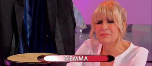 Uomini e Donne, anticipazioni 15-19 marzo: Gemma cade in studio, necessarie le medicazioni.