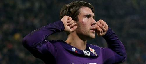 Vlahovic segna una tripletta nell' 1-4 della Fiorentina a Benevento.