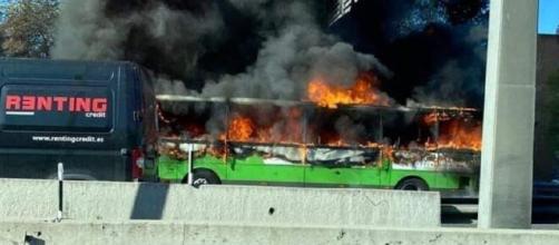 Incendio de un autobús (Facebook Lau Rita)