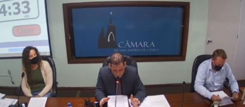 Alberi Dias (MDB-RS) fez declaração sobre pulverizar álcool em gel na sessão desta última segunda-feira (Reprodução/Câmara Municipal de Canela)