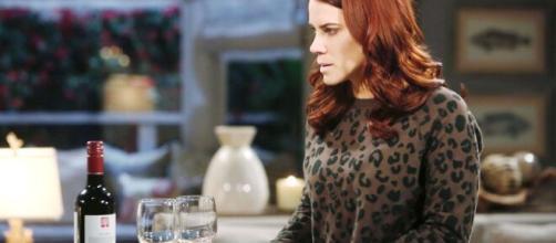 Beautiful, anticipazioni Usa: Sally accusa degli strani malesseri e si confida con Katie.