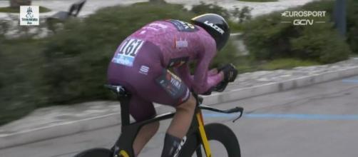 Wout van Aert impegnato nella crono finale della Tirreno Adriatico.