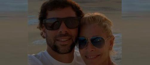 Belén Rueda arribó feliz a su 56 cumpleaños en compañía de su novio Javier Artime. (Instagram @bybelenrueda).