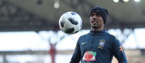 Douglas Costa promete retornar ao Grêmio, mas freia empolgação da torcida. (Lucas Figueiredo/CBF)