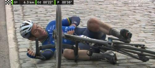 La caduta di Mark Cavendish alla Nokere Koerse.