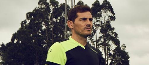 La cantante Sara Denez niega una relación con Iker Casillas (Twitter @ProD_Keepers)