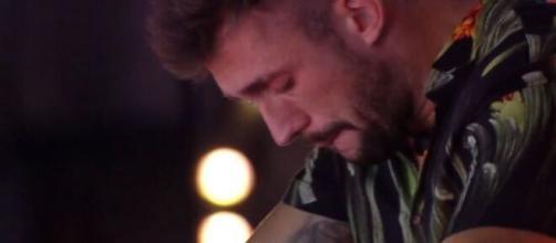 Arthur fica triste durante festa do 'BBB21' (Reprodução/TV Globo)