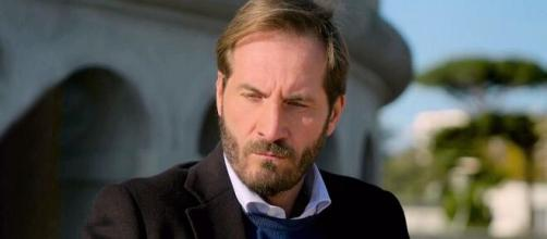 Maurizio Aiello è Alberto Palladini in Upas.