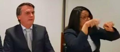Jair Bolsonaro conversou com os internautas em sua tradicional live de quinta-feira (Reprodução/YouTube)
