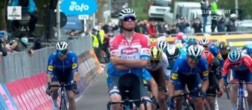 Mathieu Van der Poel vincitore a Gualdo Tadino, seconda tappa della Tirreno-Adriatico.