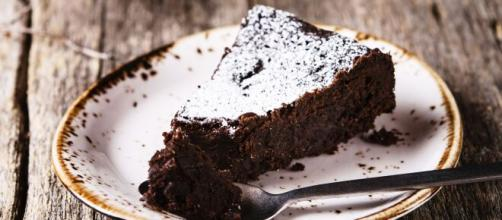 Torta al cacao senza burro, un dolce leggero e soffice,