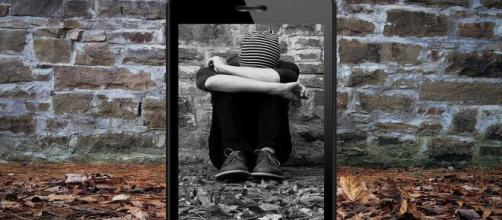 Cyberbullying among young people is a severe problem on social media (Image source: Un-perfekt/Pixabay)