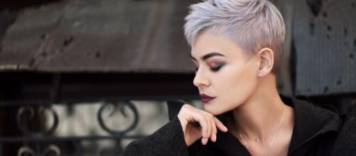Donna Ariete capelli corti moda look