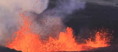 Iceland volcano eruption (Image source: Extreme Aviation Iceland/YouTube)