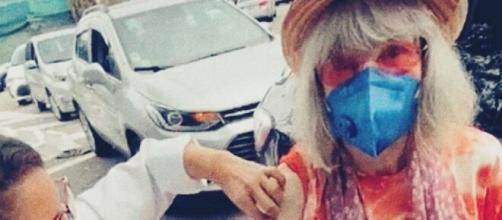 Rita Lee recebe vacina contra Covid-19 (Reprodução/Instagram/@ritalee_oficial)