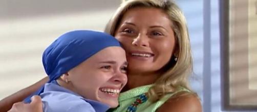 Camila e Helena celebram em 'Laços de Família' (Reprodução/TV Globo)
