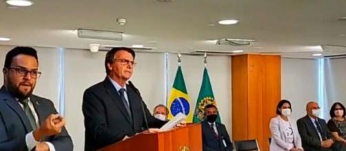 Em discurso nesta segunda-feira (22), o presidente Jair Bolsonaro elogiou economia e o combate a pandemia (Reprodução/Facebook)