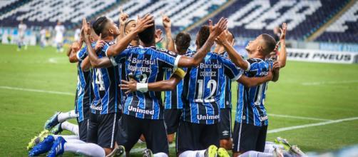 Grêmio tem grande atuações de jovens, o que pode evitar contratações desnecessárias (Lucas Uebel/Grêmio)