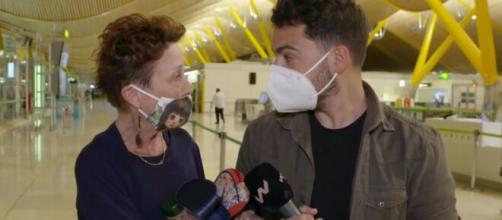 Verónica Forqué hablando con el reportero (Fuente Twitter @Telecincoes)