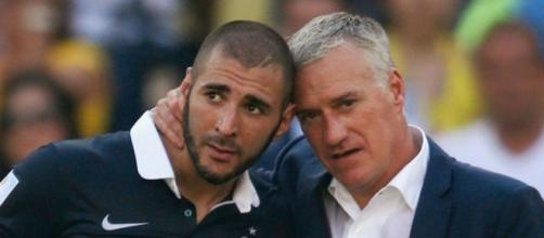 Didier Deschamps et Karim Benzema en équipe de France - photo https://twitter.com/RAM0SSSS/status/1374122431284183042