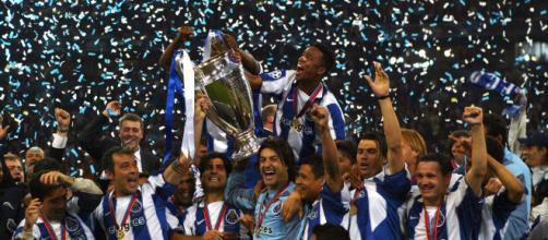 Photo officielle de la victoire du FC Porto lors de la Ligue des champions de 2004 (Source : UEFA)