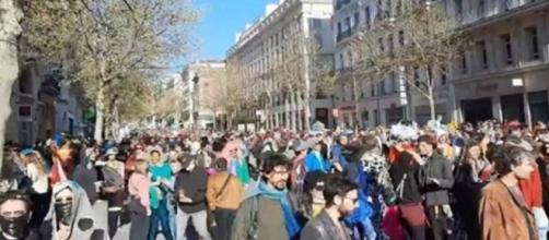 Les images incroyables du carnaval de Marseille indignent les internautes - Photo capture d'écran video