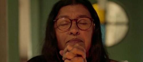 Lurdes sofre em 'Amor de Mãe' (Reprodução/TV Globo)