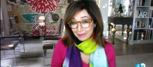 Ana Rosa Quintana ha decidido enseñar su casa desde donde trabaja mientras guarda cuarentena (Telecinco)