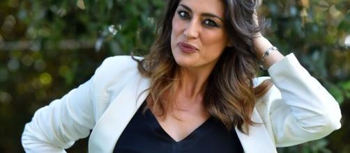 Isola, Elisa Isoardi si commuove parlando della mamma: 'Vorrei chiederle scusa'.