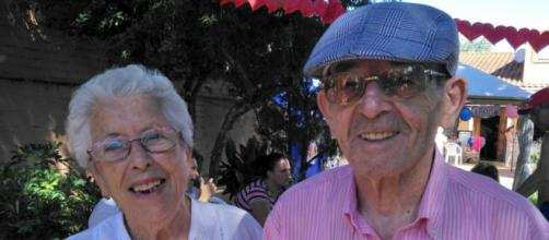 La nieta de los dos abuelitos grabó el tierno momento. (Twitter: @martiitaa_3)
